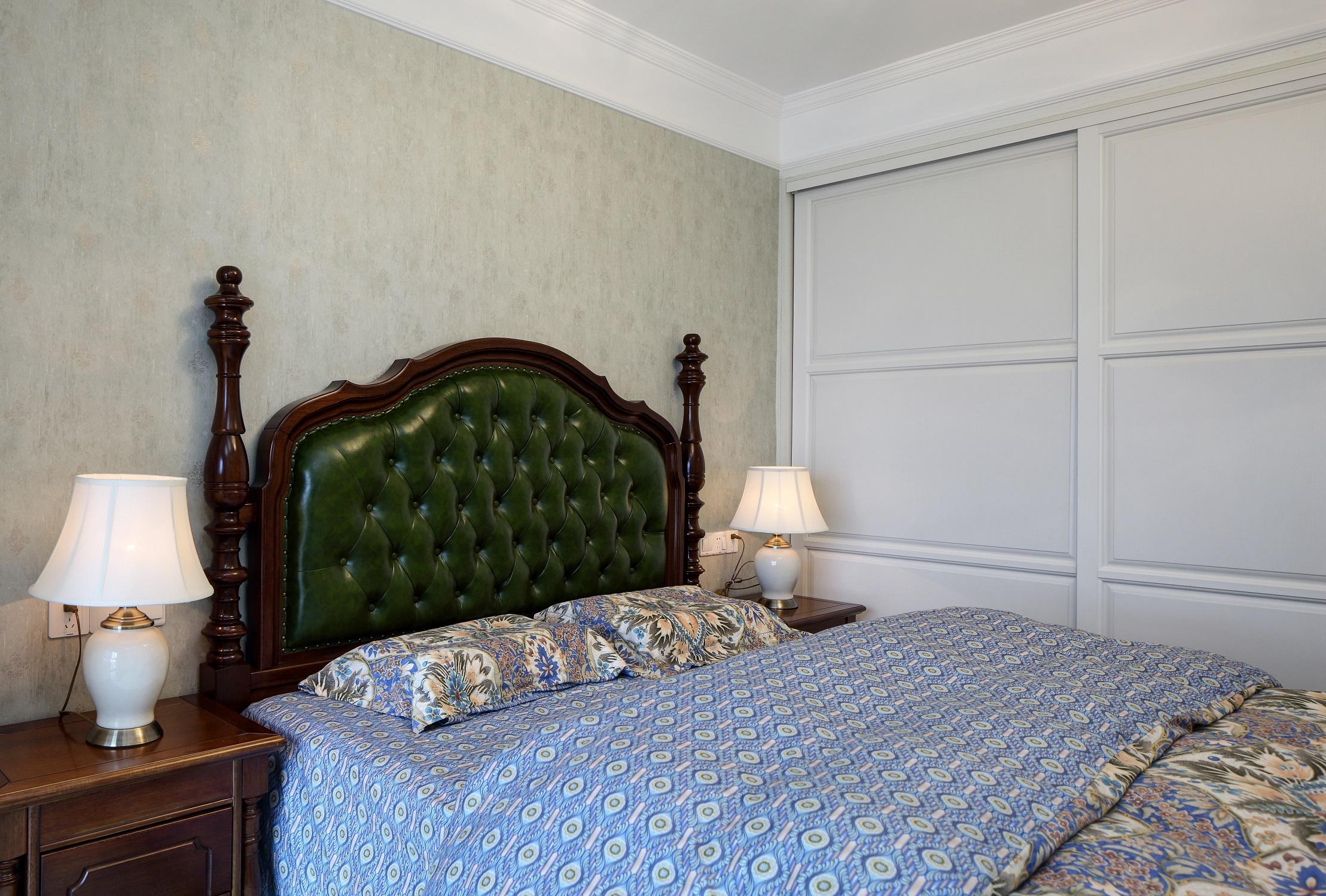 100㎡美式之家床头软包图片
