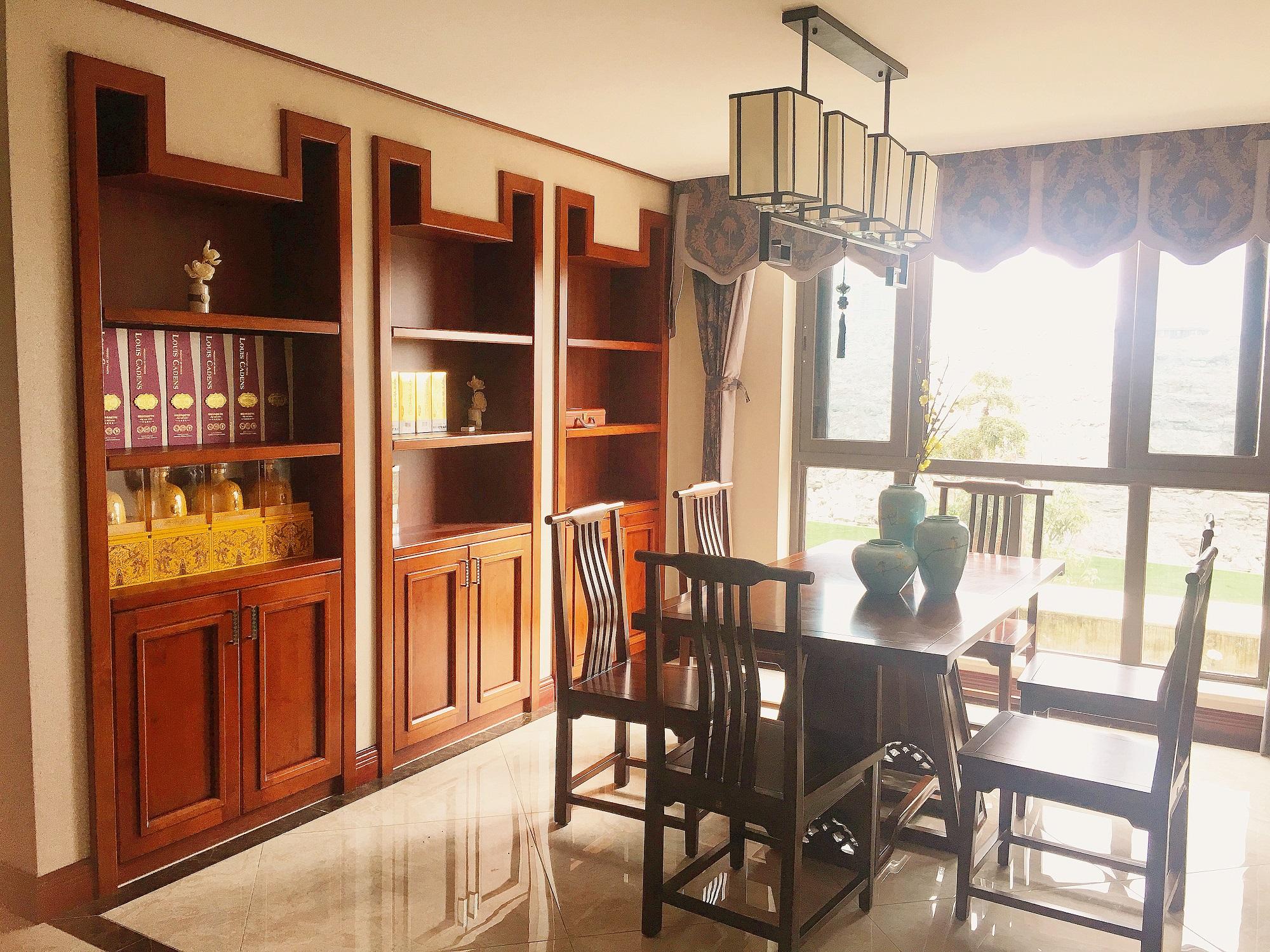 中式三居室装修餐边柜图片