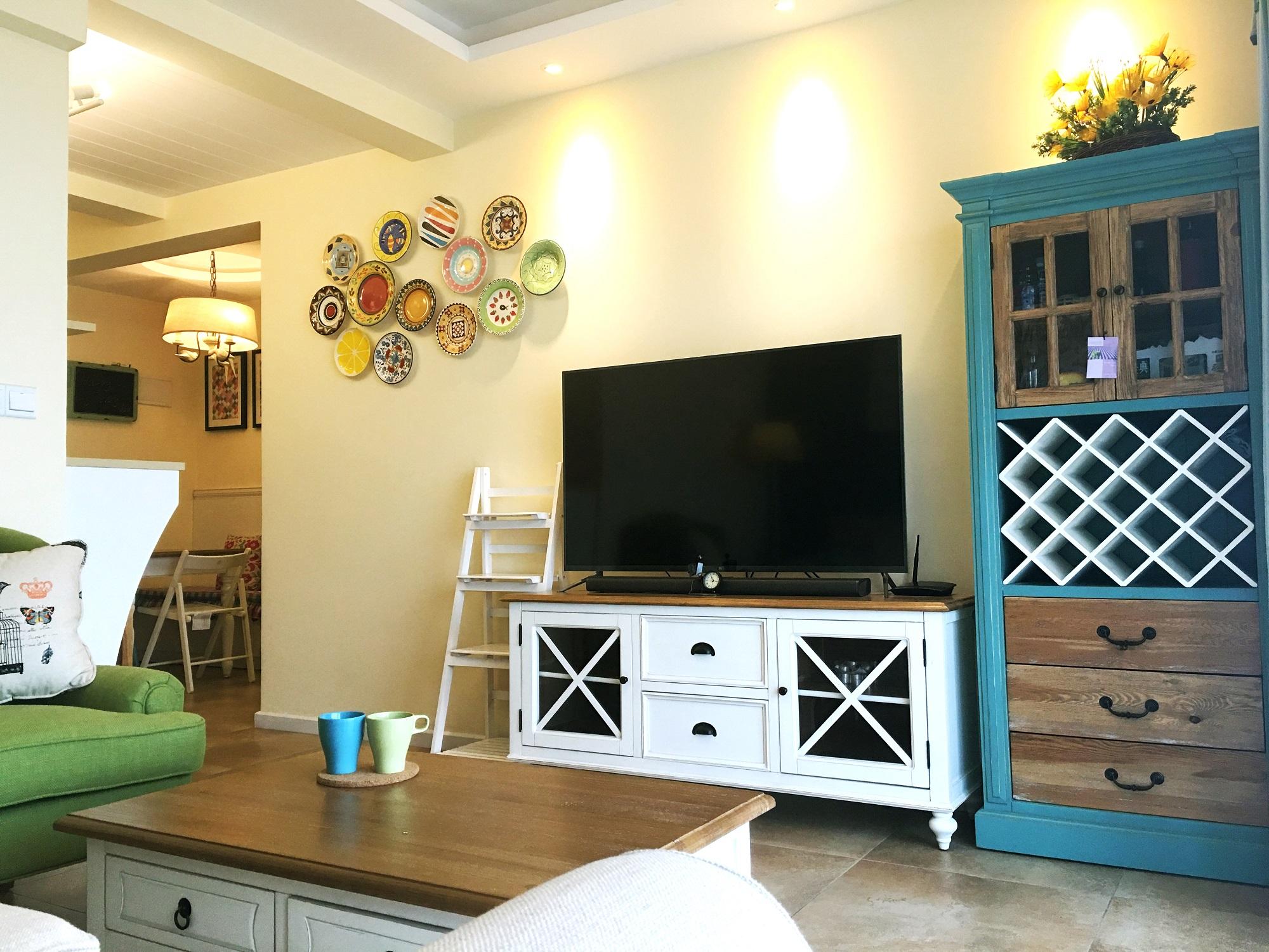 美式二居室装修电视背景墙图片