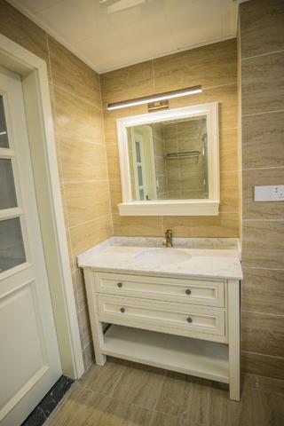 三居室复式装修浴室柜图片