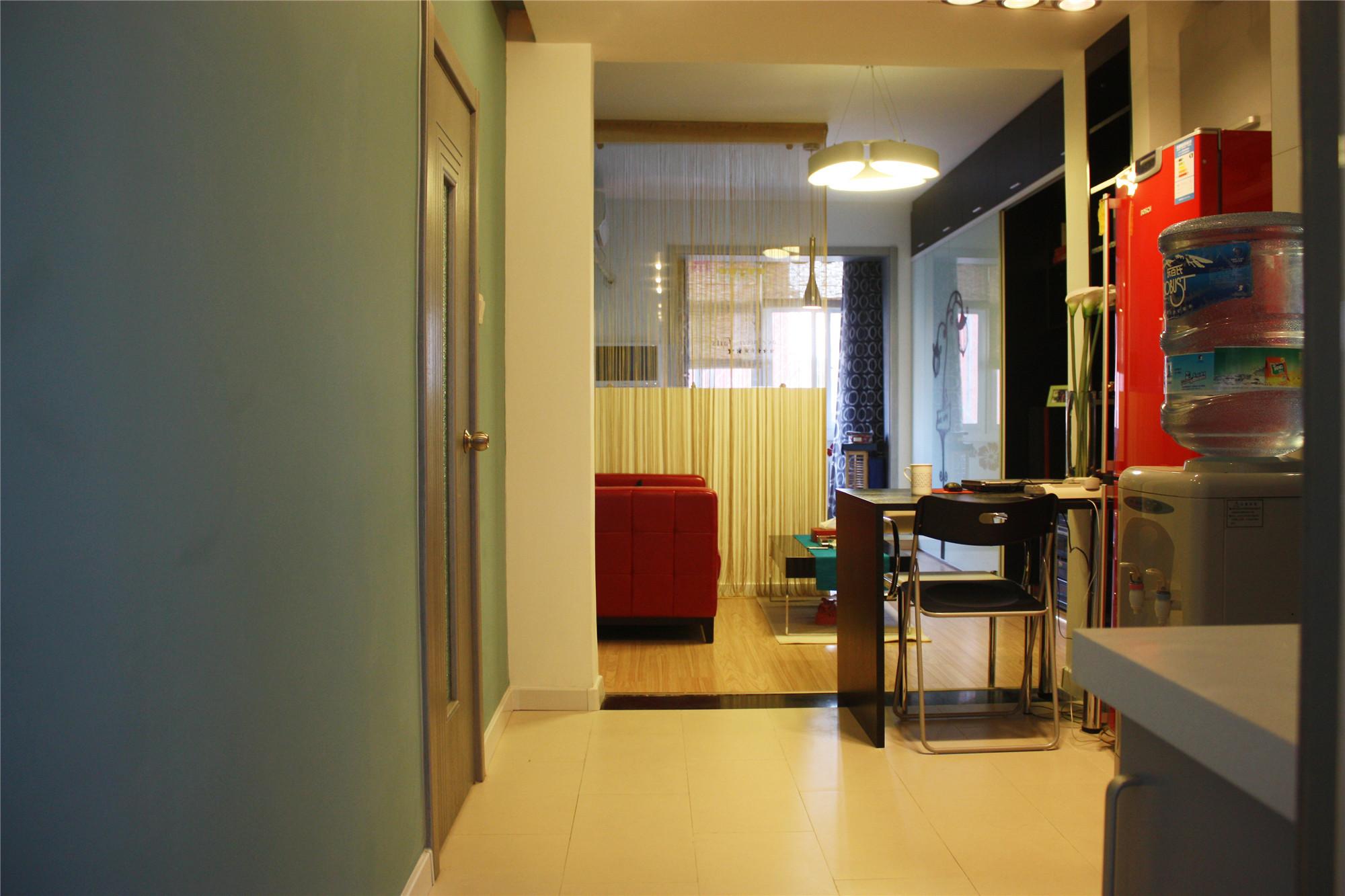 30平单身公寓装修门厅欣赏图