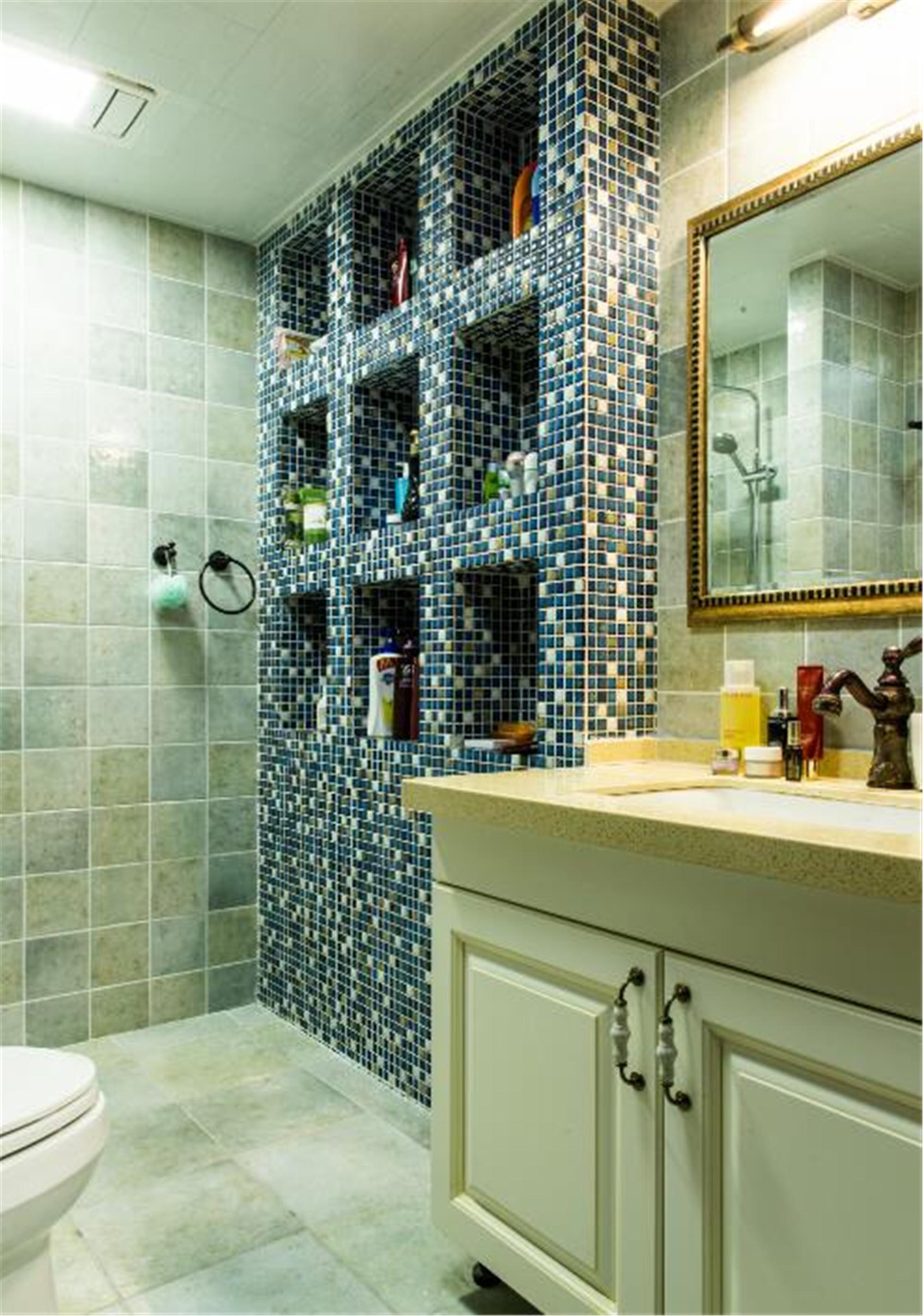 美式二居室装修卫生间装潢图