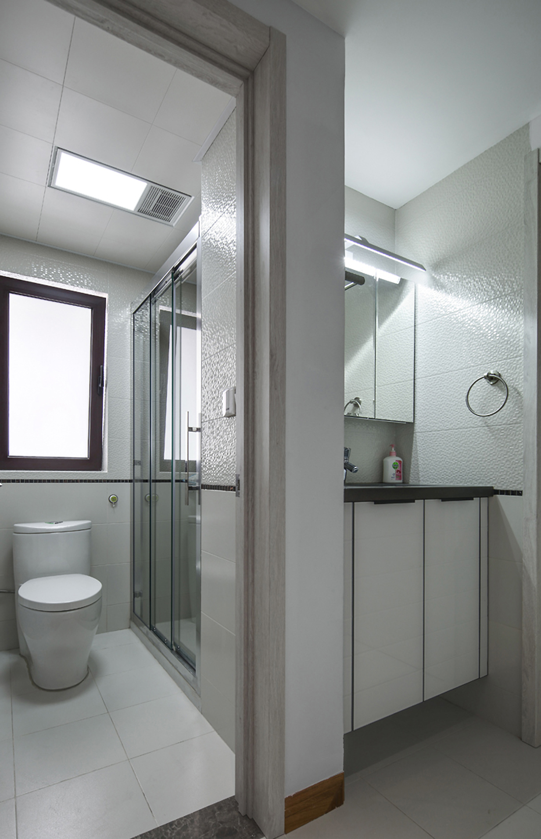 现代北欧风之家卫生间装潢图