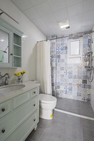 100平美式简约装修浴室设计图