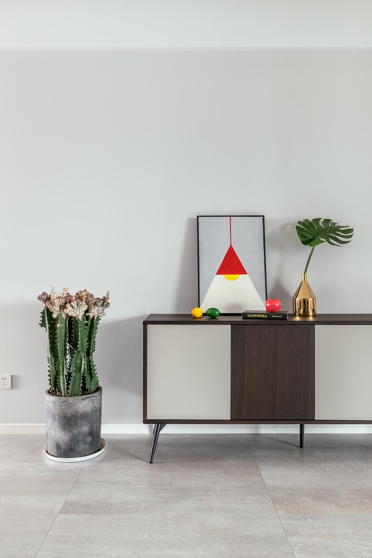 三居室现代简约装修边柜装饰摆件