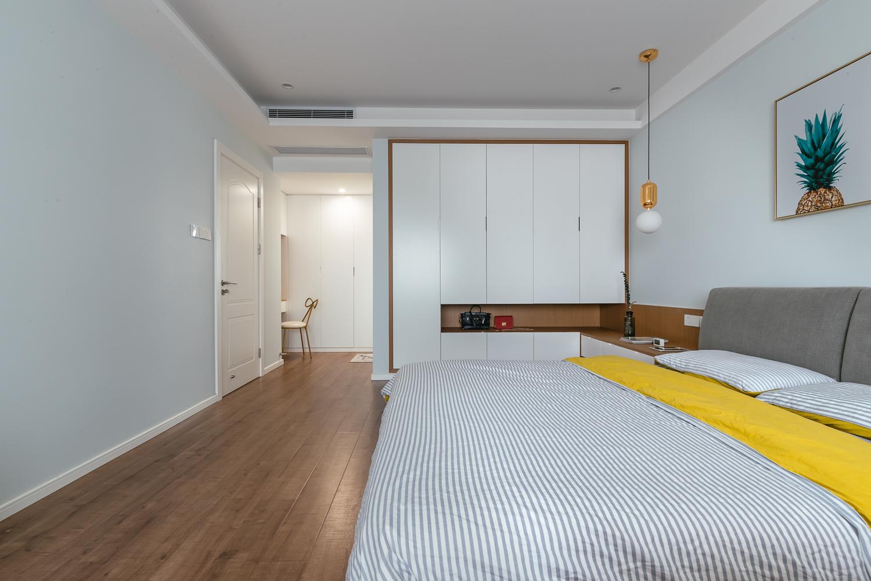 三居室现代简约装修衣柜图片