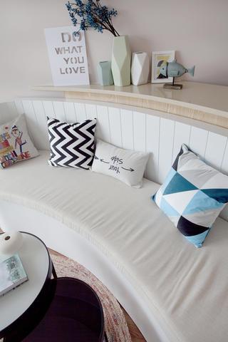 一居室北欧小家沙发抱枕图片