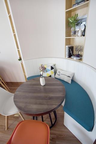 一居室北欧小家餐桌图片