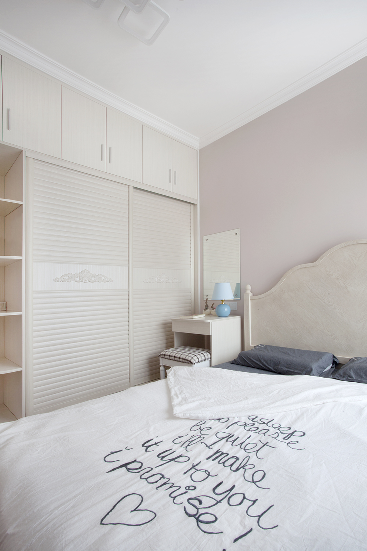 一居室北欧小家衣柜图片