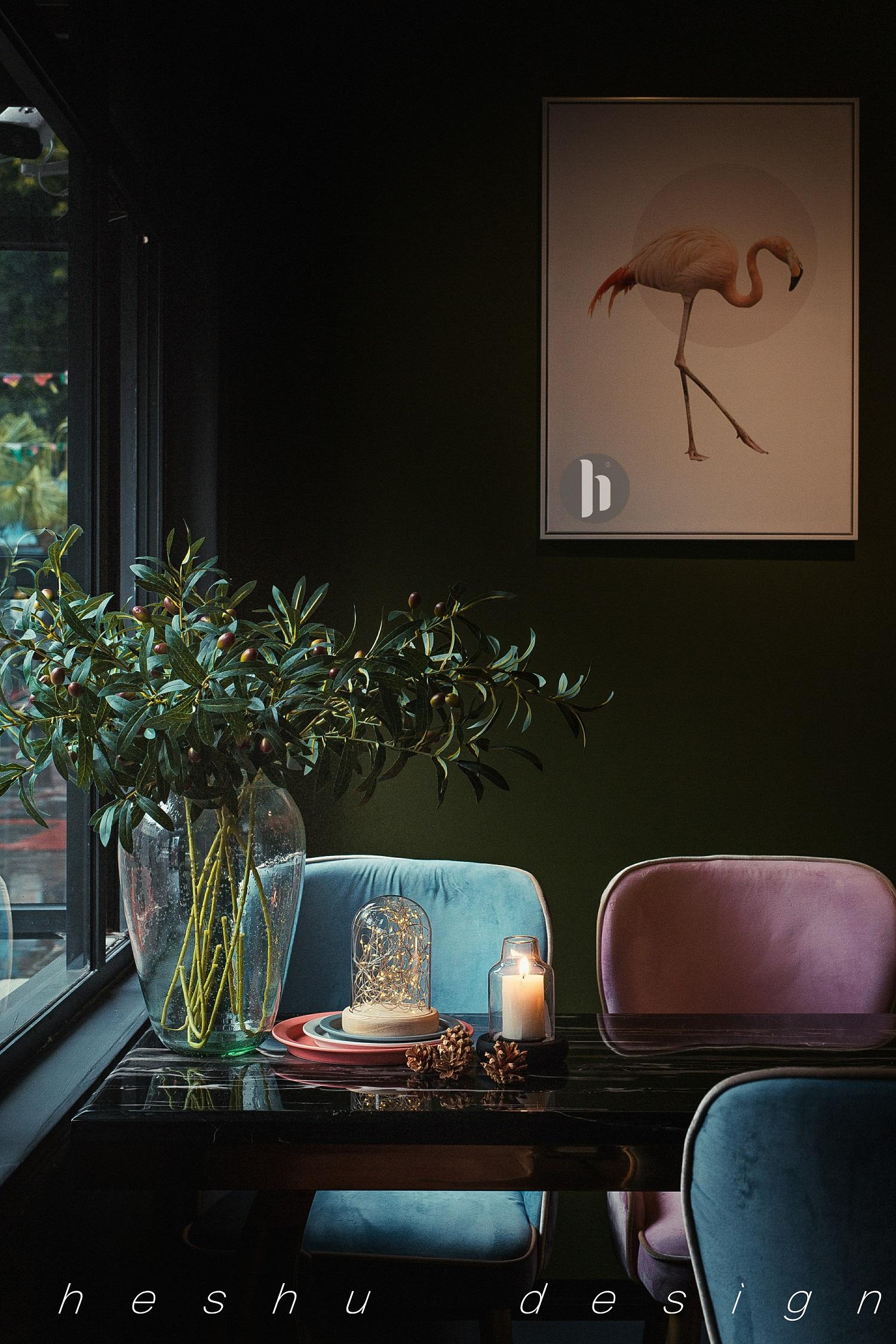 咖啡店装修靠窗餐桌图片