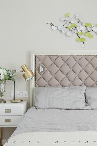 180㎡现代简约设计床头软包图片