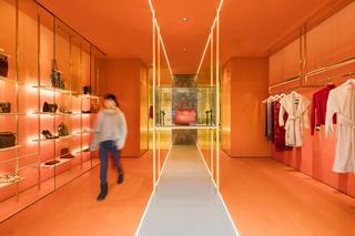 时尚高级商铺装修服饰陈列间设计图