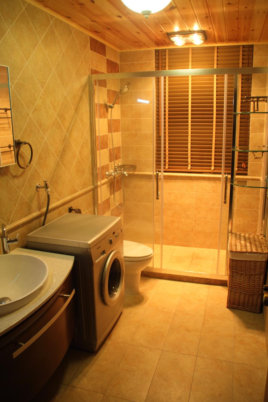 东南亚风格三居卫生间装潢图