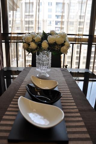 现代简约三居装修餐具摆件