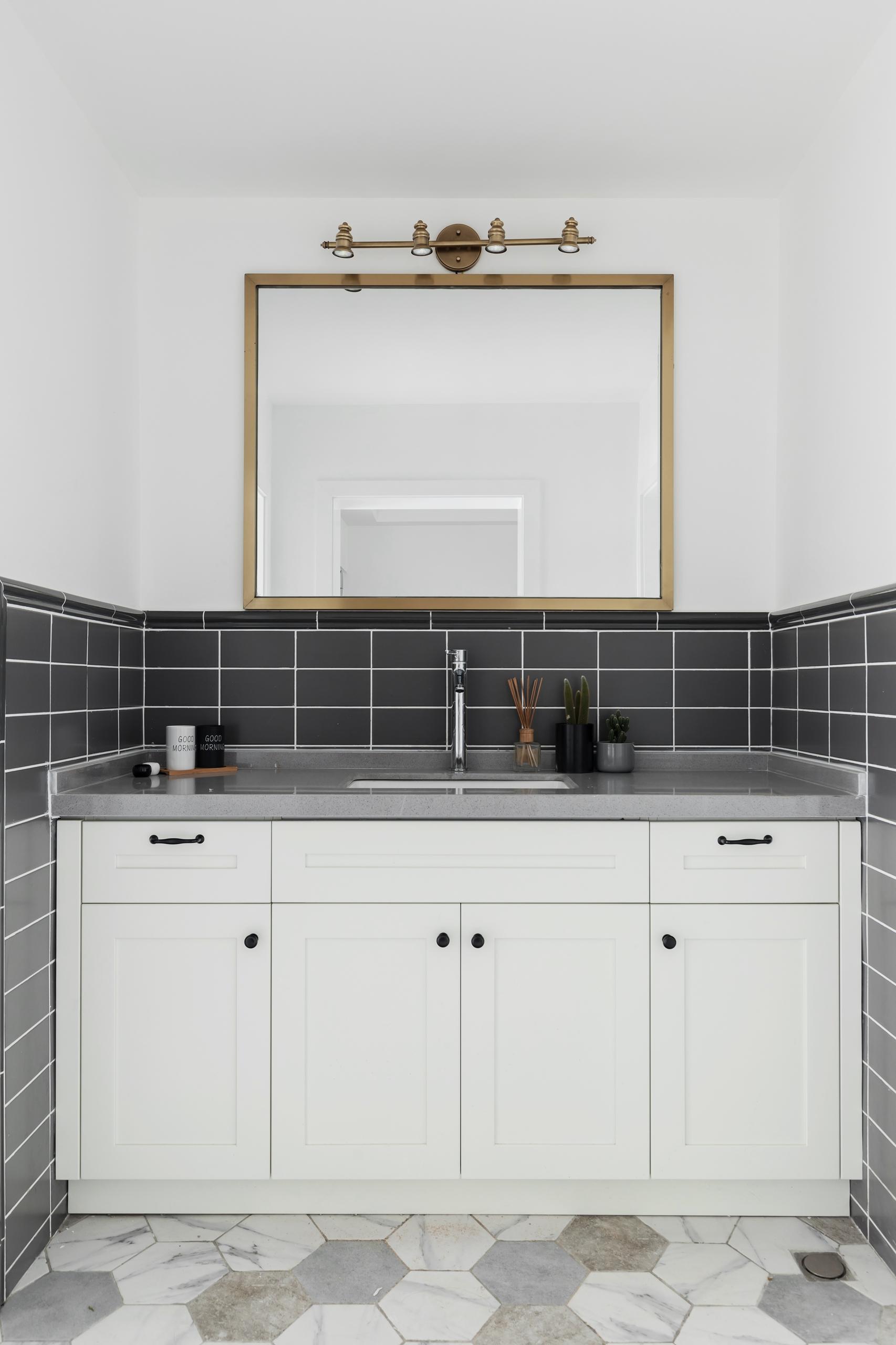 三居室北欧风之家浴室柜图片