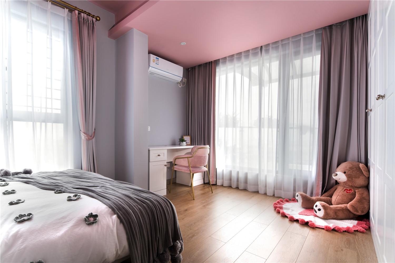 现代简约风格装修女儿房床尾设计