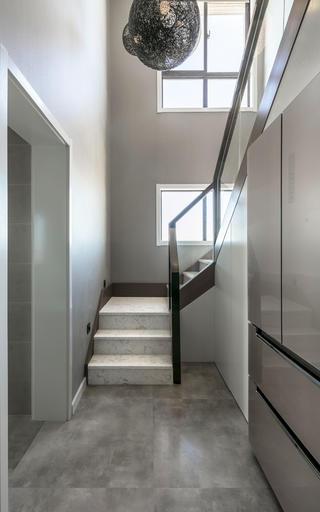 复式简约风格装修楼梯图片