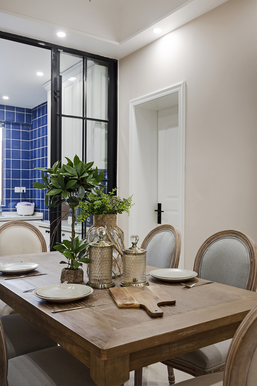 三居室美式风格装修餐桌图片