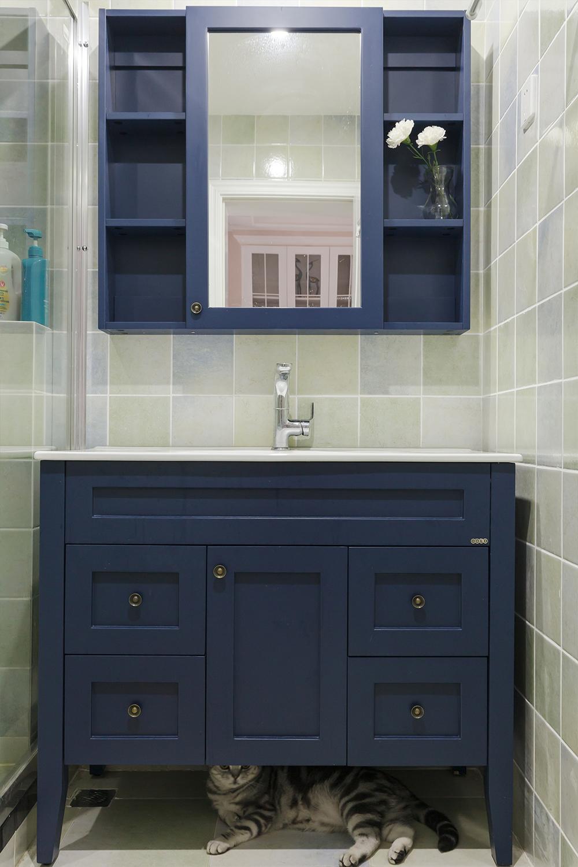 三居室美式风格装修浴室柜图片