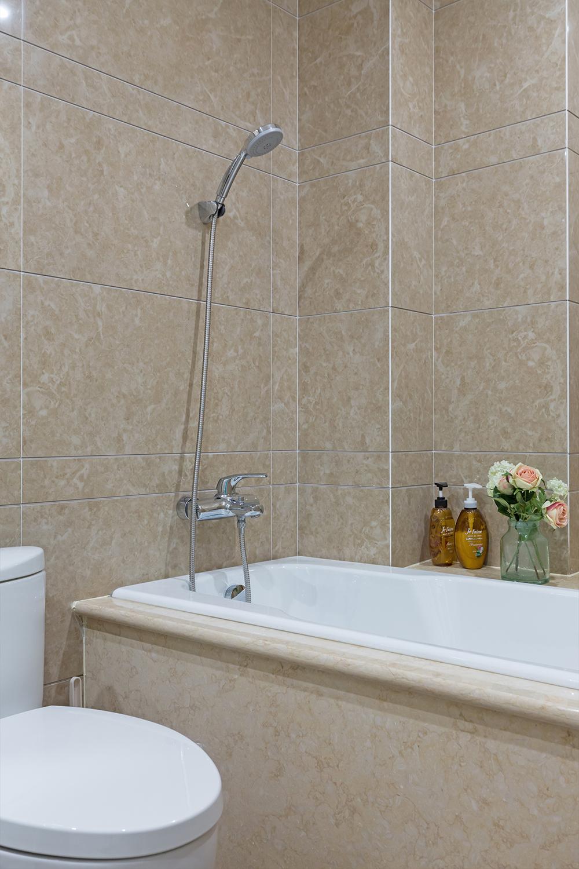 三居室美式风格装修浴缸图片
