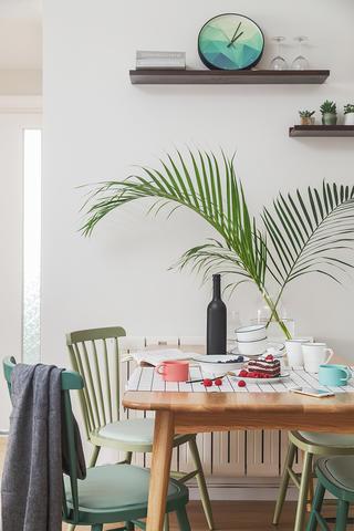 二居室北欧风格家餐桌布置图