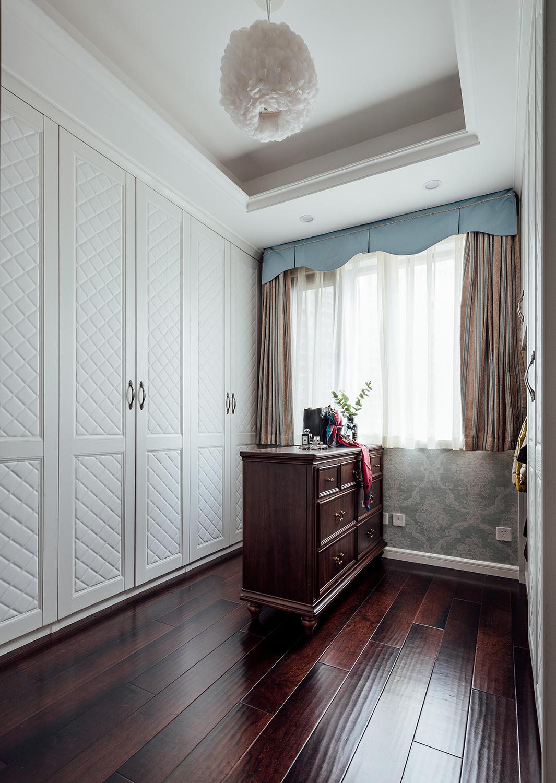 四居室美式之家衣帽间设计图