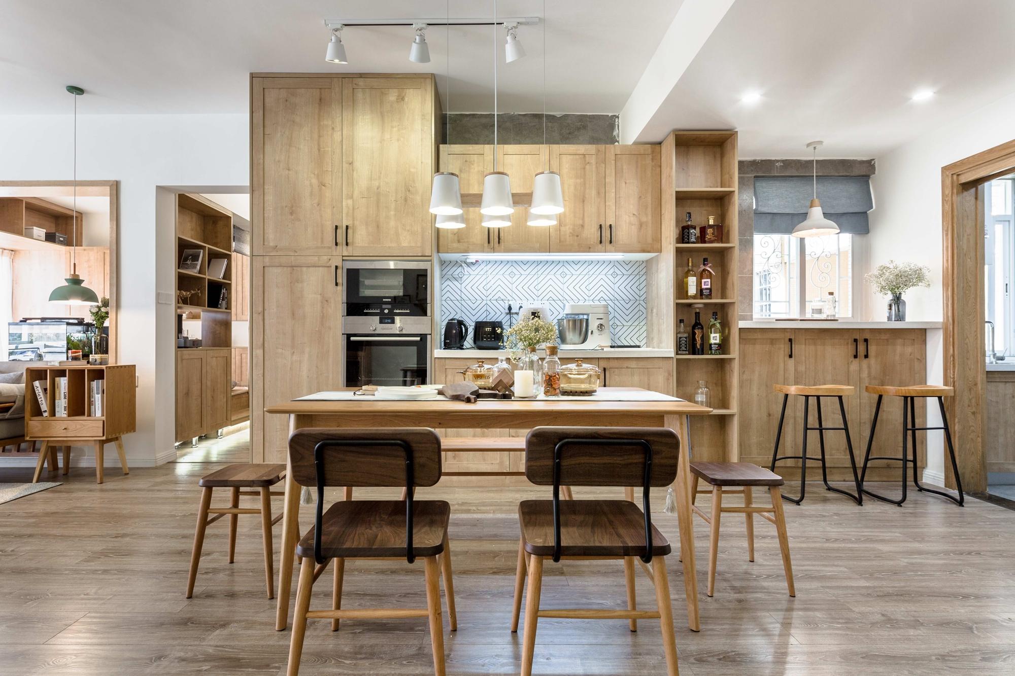 三居室日式风格餐厅布置图