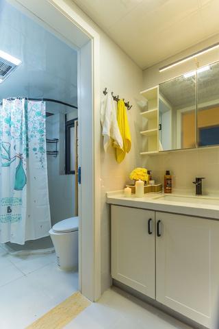 70平米三居室卫生间装修效果图