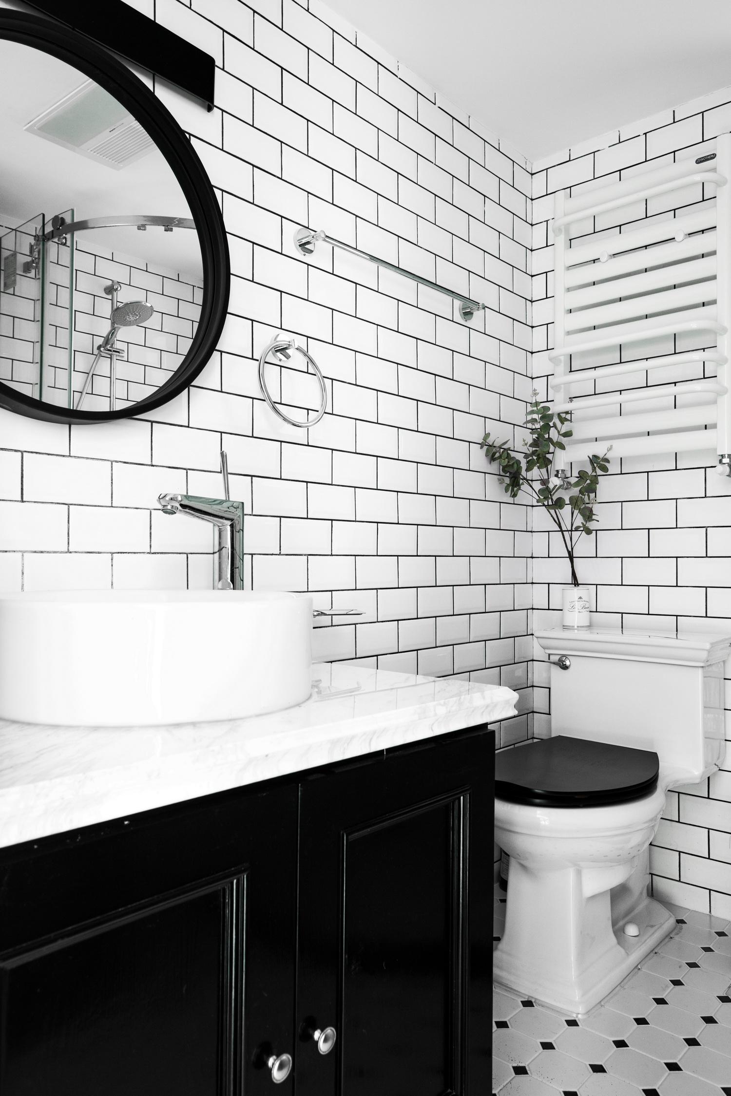 70平黑白调公寓装修卫生间效果图