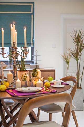 180平混搭风格设计餐桌布置图