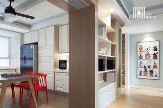 现代北欧两居室装修过道展示柜设计