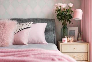 三居室北欧之家卧室床头柜图片