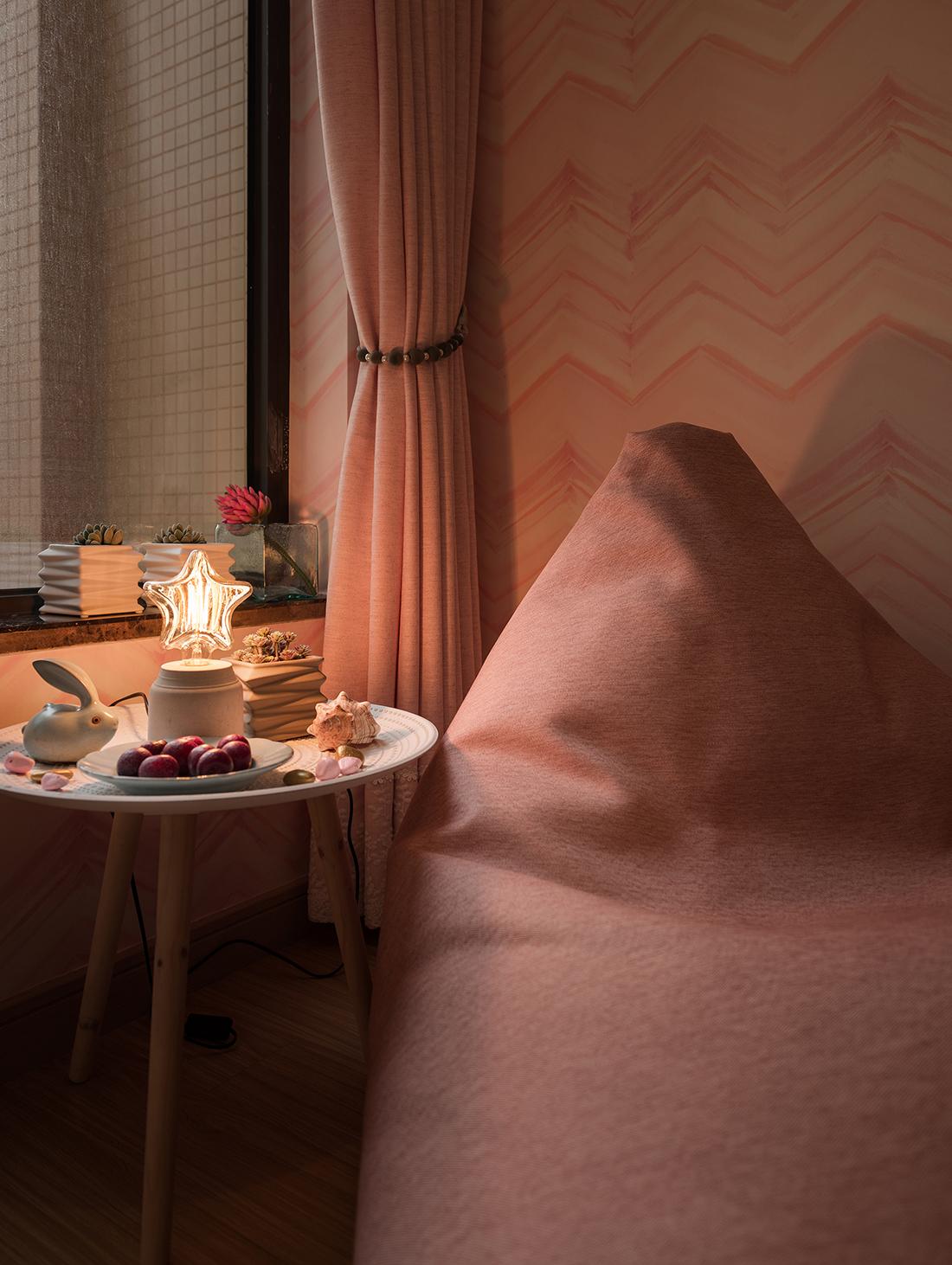 三居室北欧之家小边桌图片