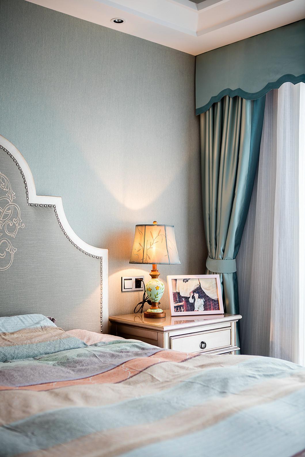三居室美式风设计床头背景墙