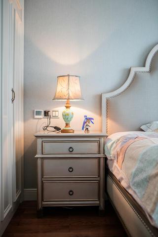 三居室美式风设计床头柜图片