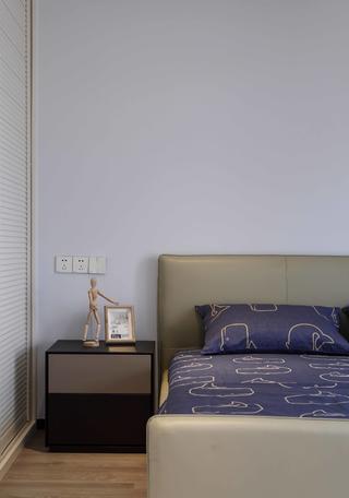 现代简约风格别墅装修床头一角