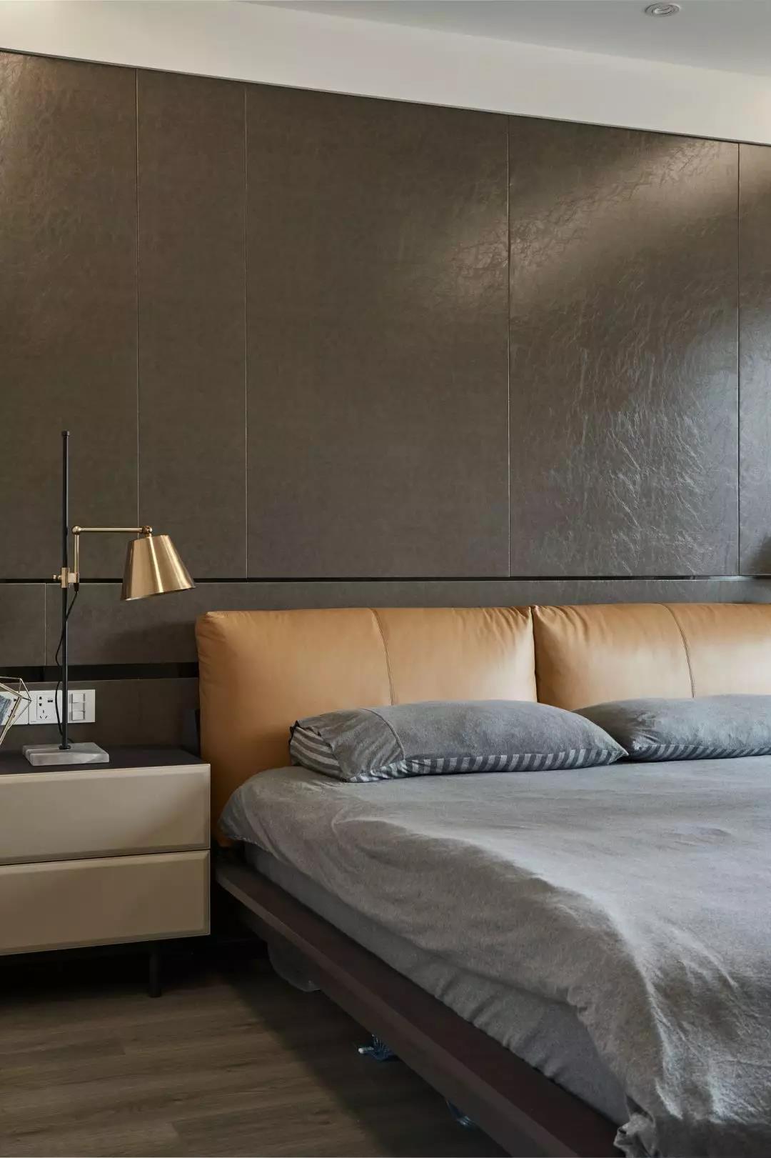现代简约风格三居床头背景墙装修效果图