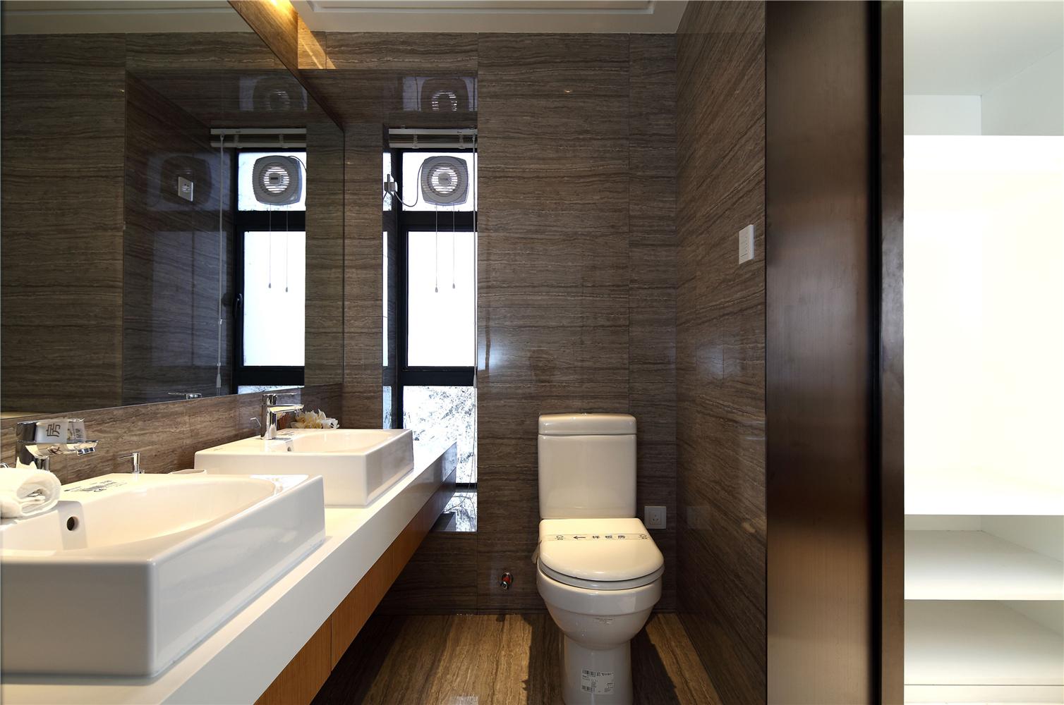 146㎡现代简约卫生间装修效果图