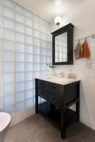 北欧风格二居装修浴室柜设计