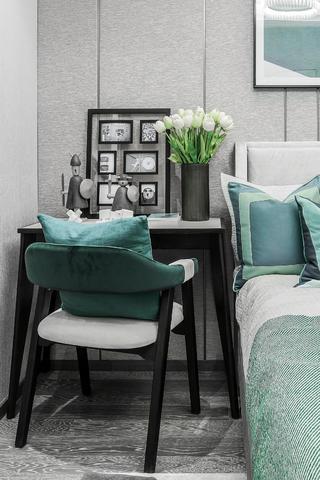 现代风三居室装修床头书桌设计
