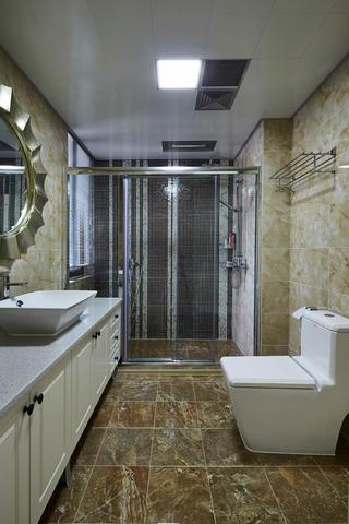 美式古典四居卫生间装修效果图