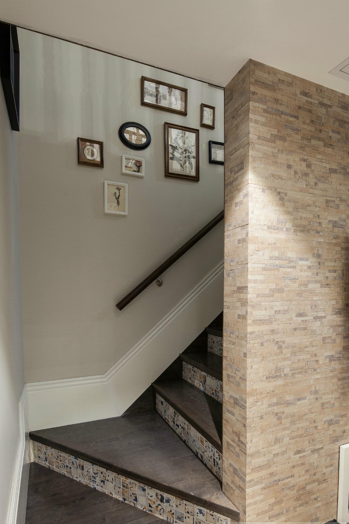 60平米LOFT楼梯装修效果图