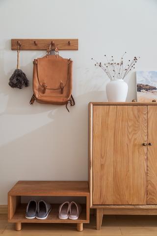 木质简约日式风装修换鞋凳设计