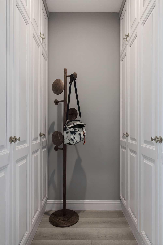 137平米四居室衣帽间装修效果图