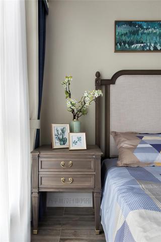 180平美式风格装修床头柜设计