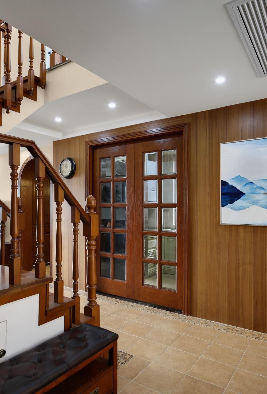 200平美式风楼梯过道装修效果图