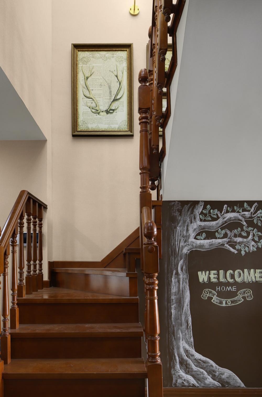 200平美式风楼梯装修效果图