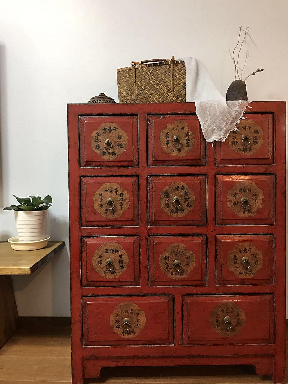 160平米三居室装修格子柜特写