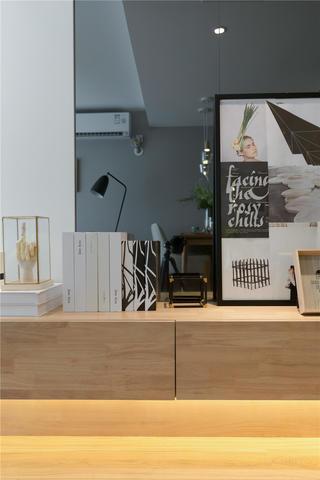 现代简约二居装修悬空柜设计