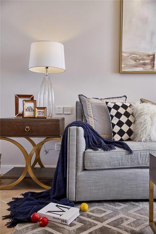130平美式风格装修沙发一角